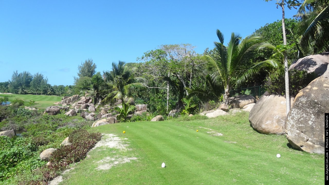 Lemuria Resort Golfplatz in Praslin - 0.33km